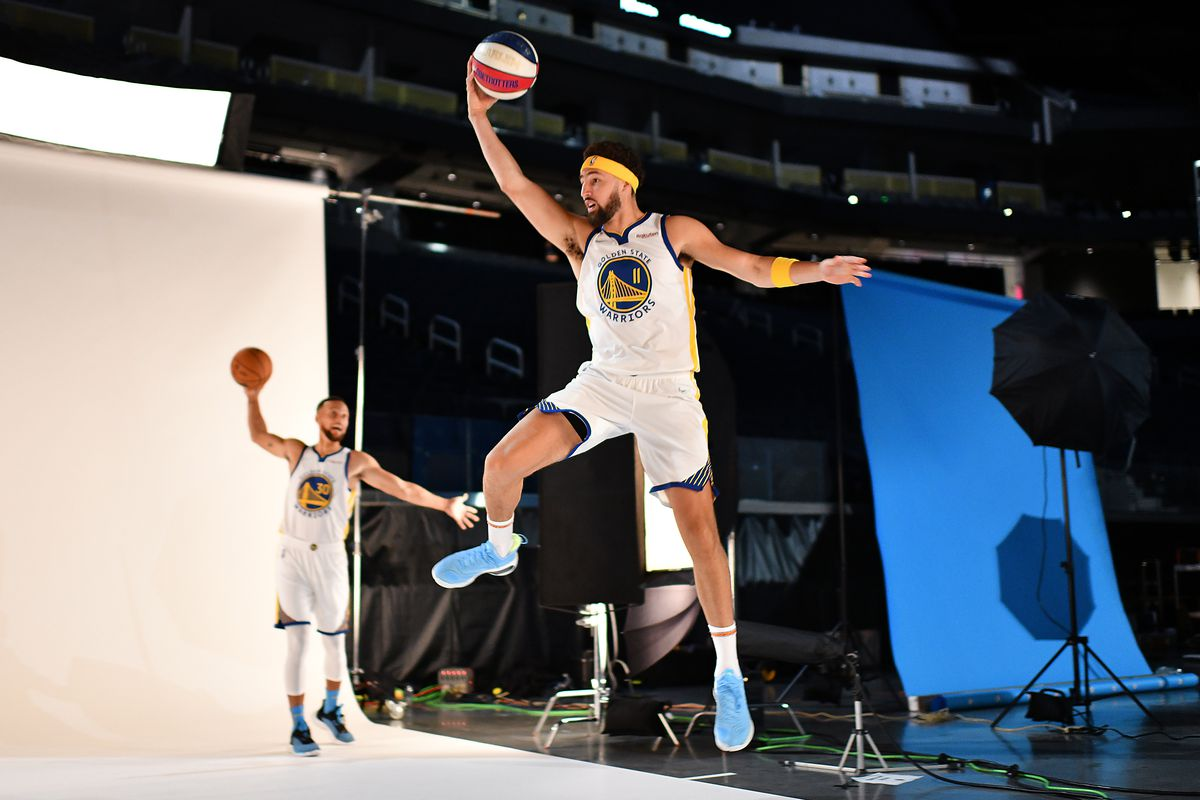 SAN FRANCISCO, CA - SEPT. 27: Golden State Warriors Klay Thompson (11) photobombs teammate Stephen Curry (30) during his photo session at media day at Chase Center in San Francisco, Calif., on Friday, May 21, 2021.