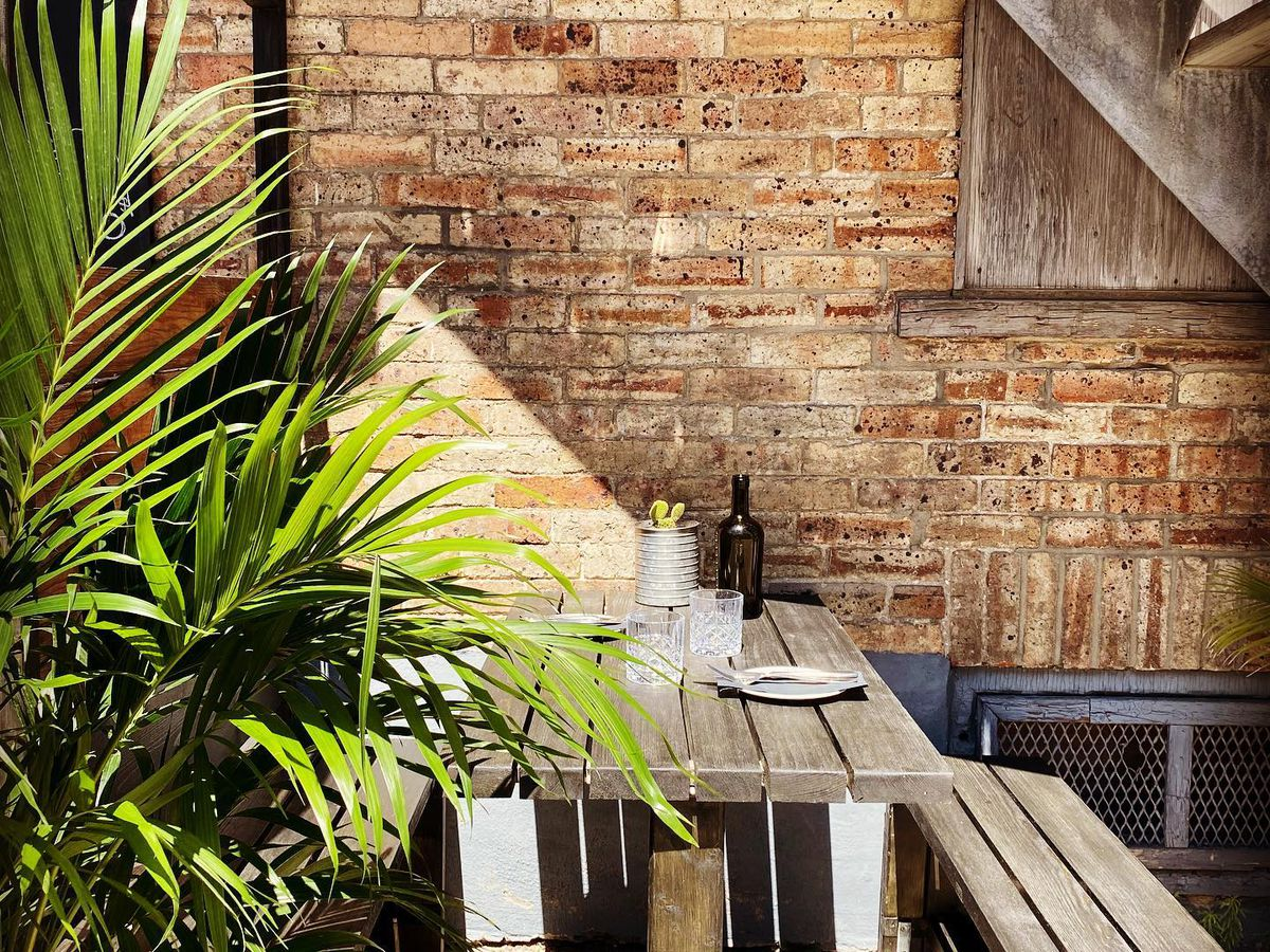 terrasse with greenery and wooden furniture