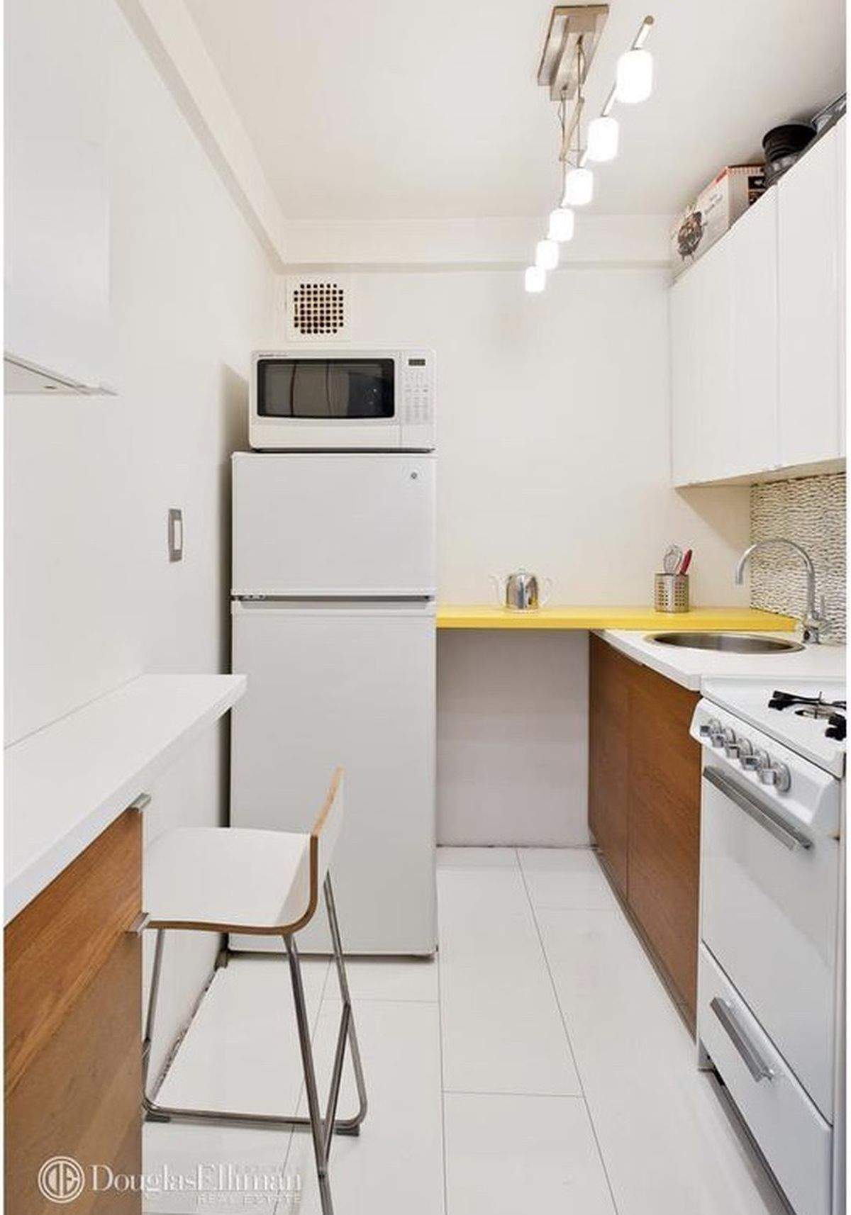 For $595K, a tiny Chinatown condo with lots of storage space - Curbed NY