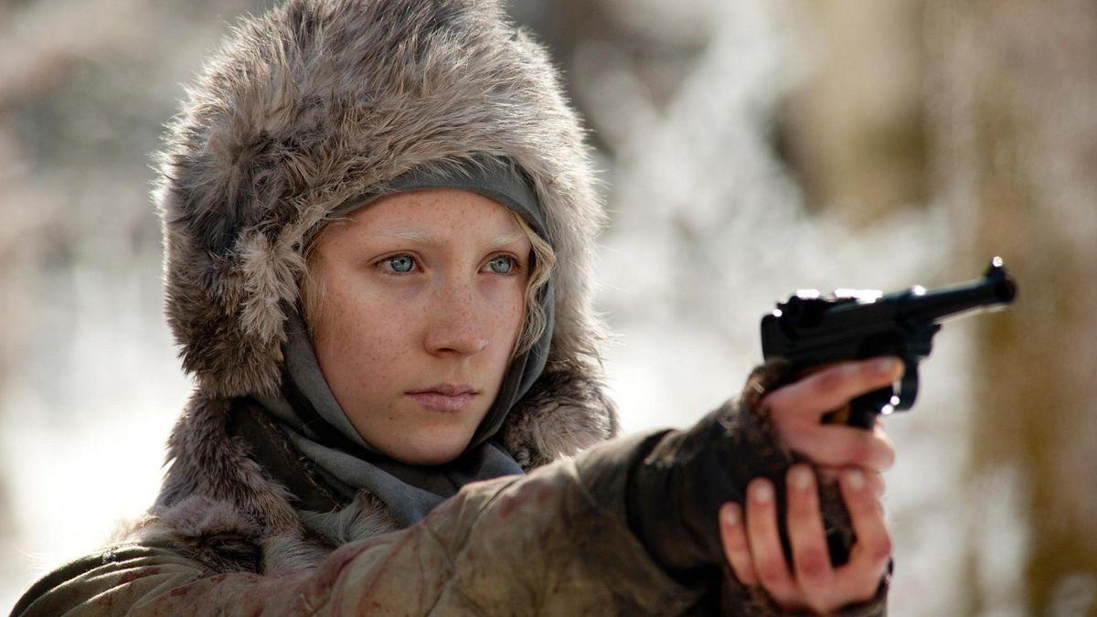 Saoirse Ronan pointing a gun in Hanna