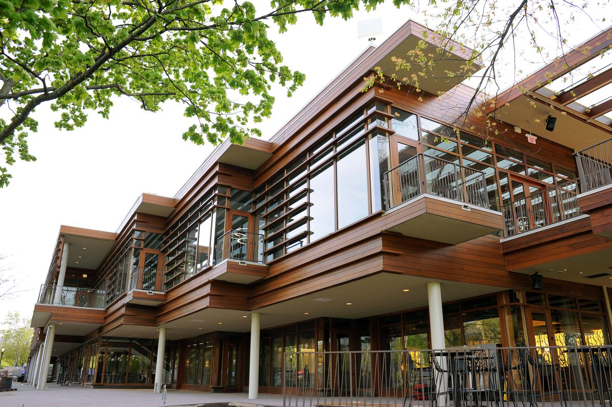 Among the many infrastructure projects at Ravinia that came to fruition under the leadership of Welz Kauffman was the construction of a new dining/restaurant pavilion.