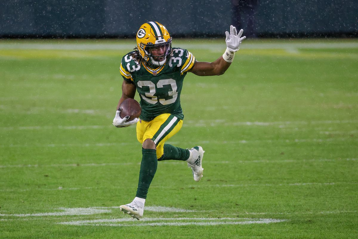 Aaron Jones #33 of the Green Bay Packers runs with the ball in the second quarter against the Los Angeles Rams during the NFC Divisional Playoff game at Lambeau Field on January 16, 2021 in Green Bay, Wisconsin.