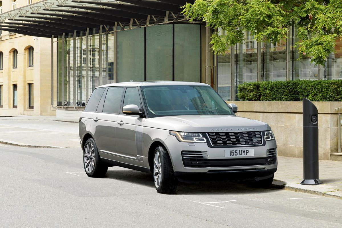 The Range Rover Phev Is First In A Line Of Hybrids And Full Evs From Jaguar Land