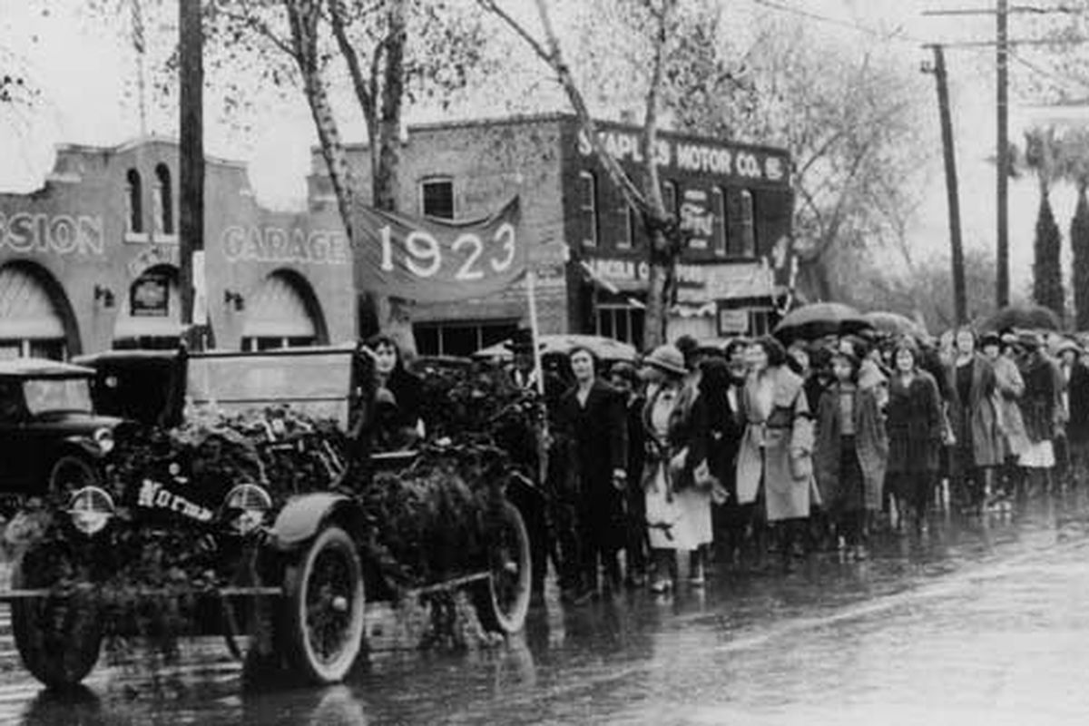 The first ever homecoming parade in 1926, led by the class of 1923. (Photographer: University Archives, Arizona State University Libraries)