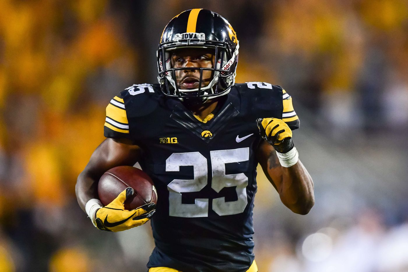sale retailer 4f1c3 cc742 Steelers throwback uniform looks just like Iowa's: Photo of ...