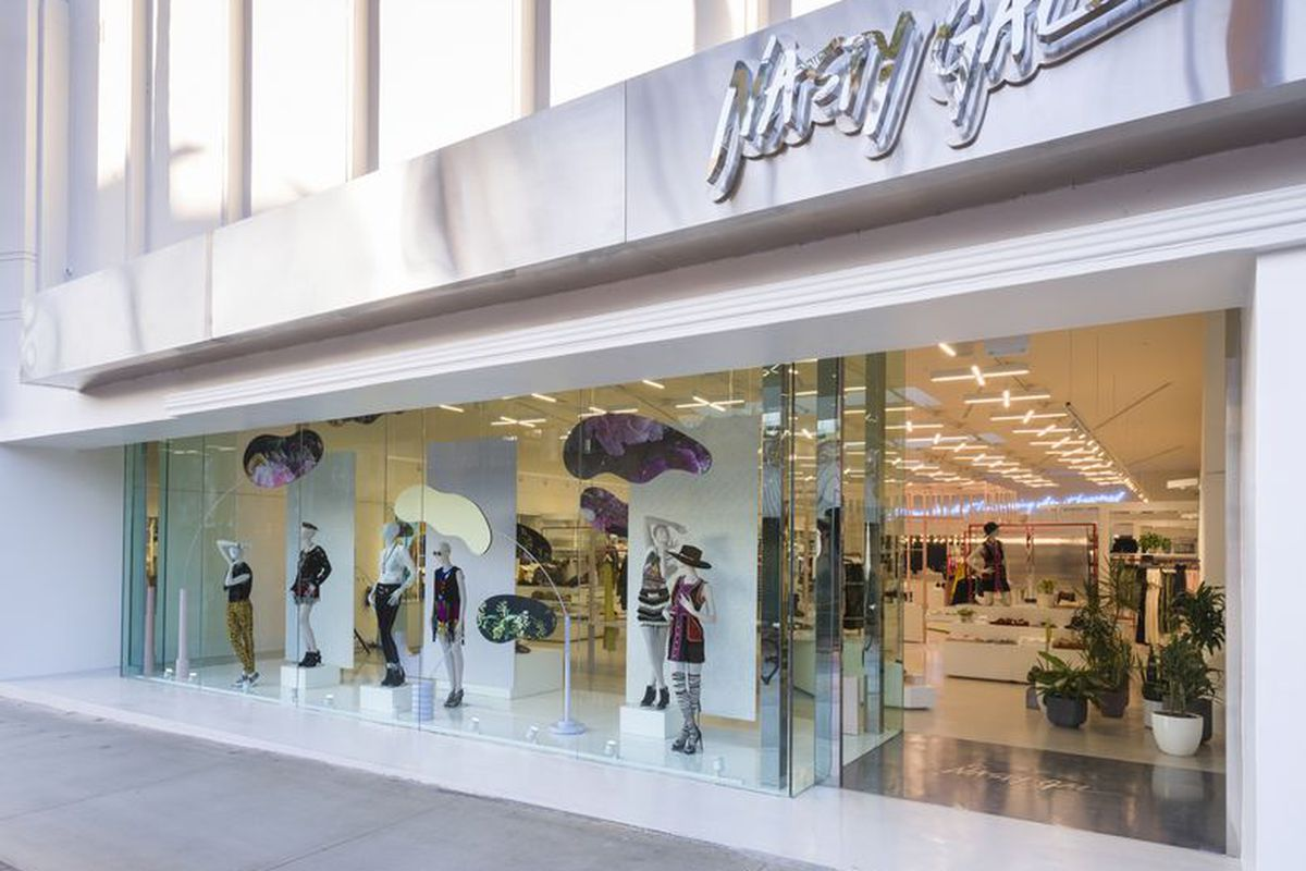 Racked La Glossier Plans Pop Up Shop With Nasty Gal Hints At Future Brick