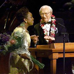 Gladys Knight and President Hinckley enjoy a light moment at An Evening of Celebration, held for President Hinckley's birthday.