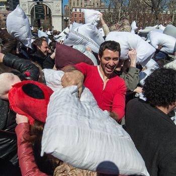 nyc-pillow-fight