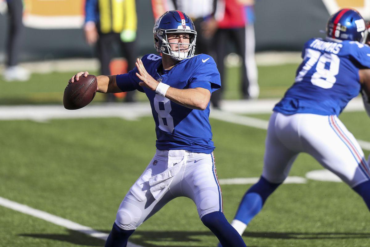 New York Giants quarterback Daniel Jones throws a pass against the Cincinnati Bengals in the first half at Paul Brown Stadium.