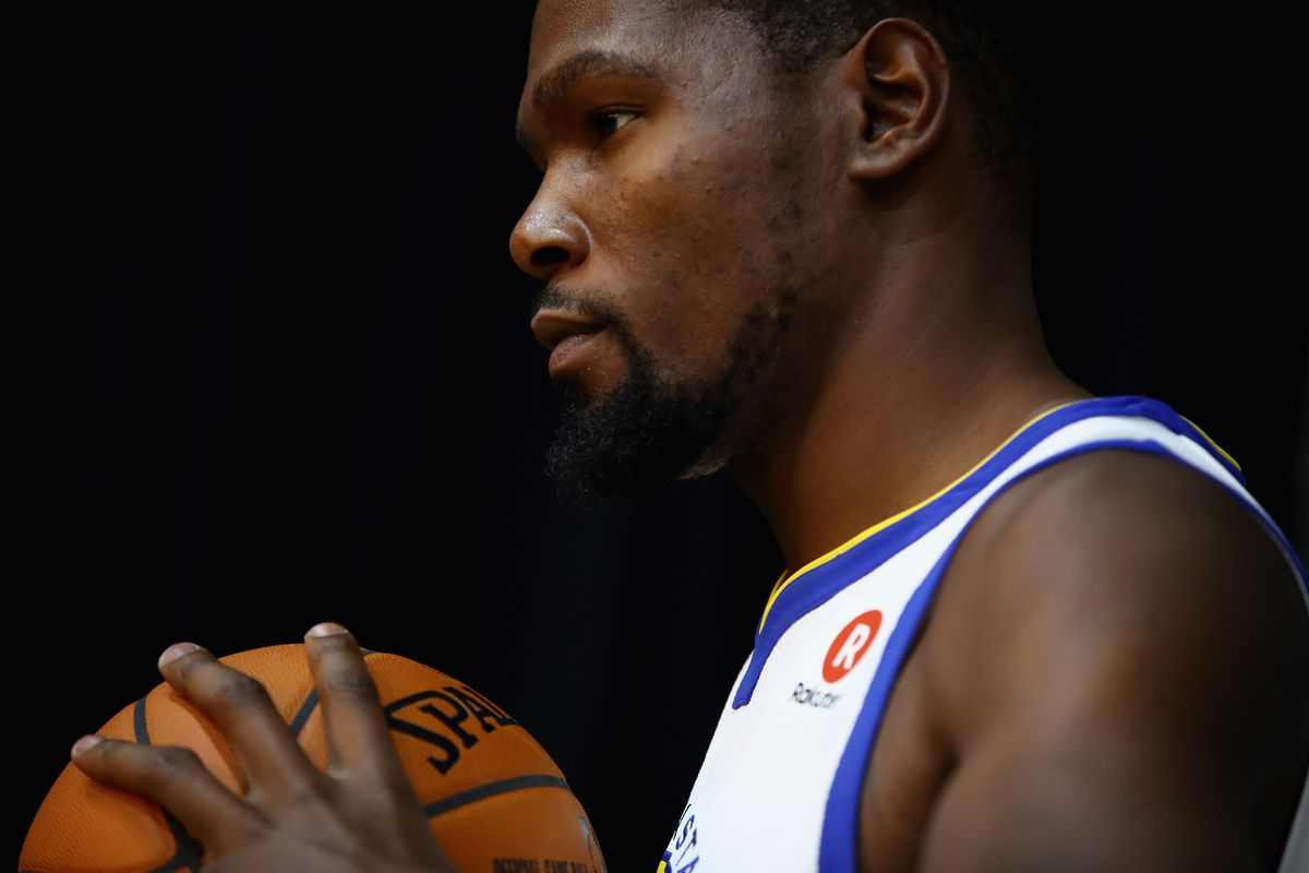 569571c3468d Kevin Durant Reacts to Donald Trump s Tweets and Golden State s Plans to Go  to Washington