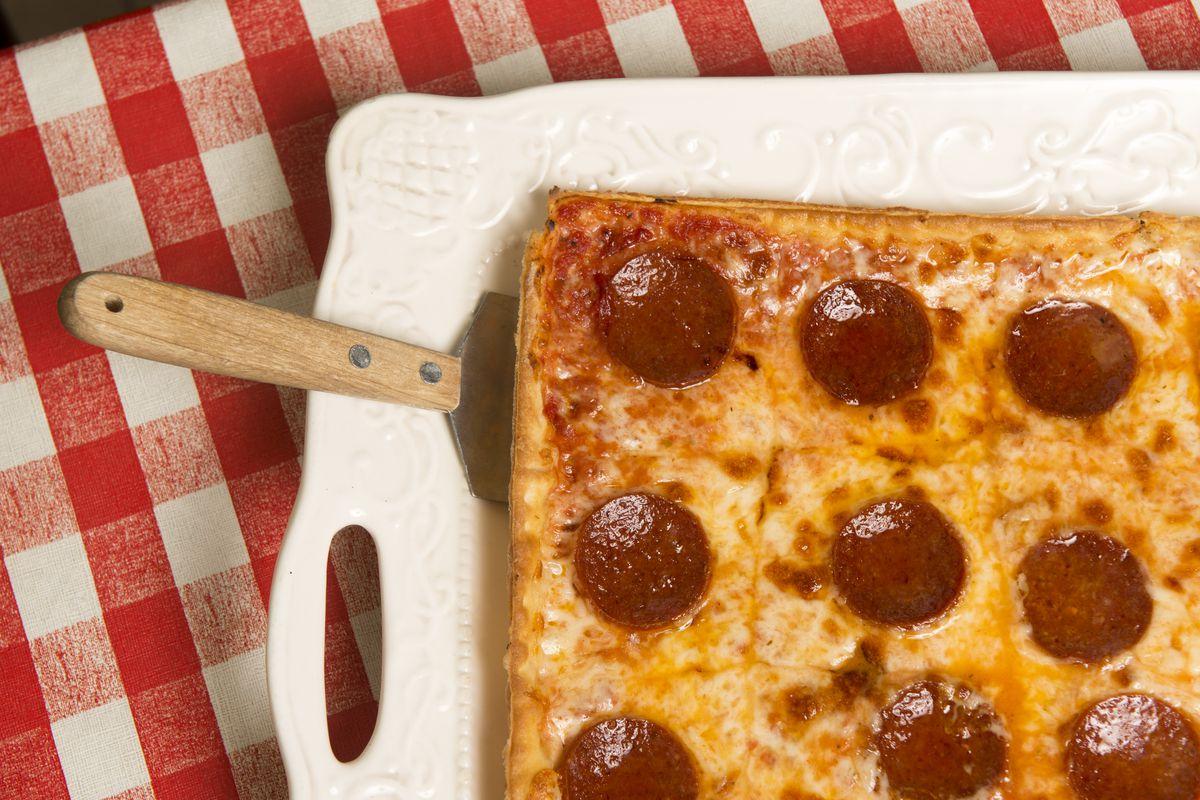 Ledos Pizza
