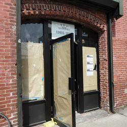 "New bar in Gowanus via <a href=""http://www.brownstoner.com/brownstoner/archives/2011/04/new_gowanus_bar.php"" rel=""nofollow"">Brownstoner</a>"