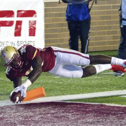 John Hilliman dives for the pylon on another outside run.