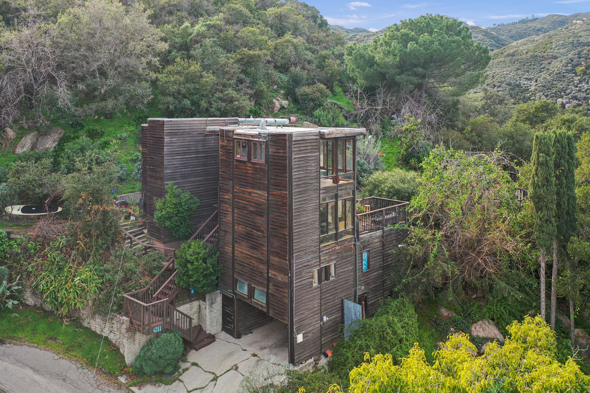 Neil Young's former house in Topanga for sale for $1.45M - Curbed LA