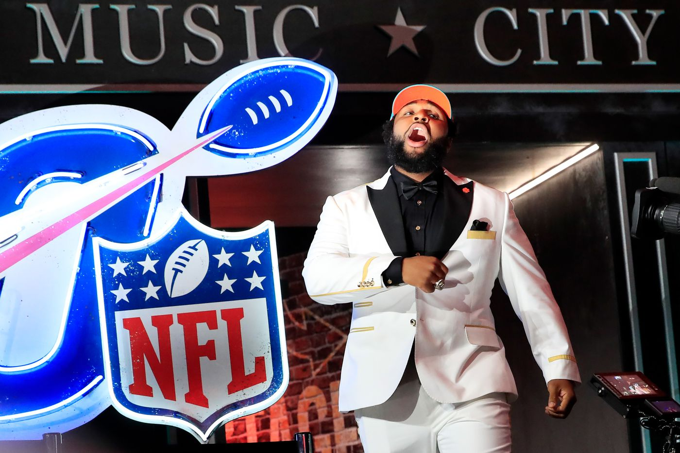 52776e9d9ec NFL Draft Grades 2019  How the web grades Miami Dolphins pick Christian  Wilkins - The Phinsider