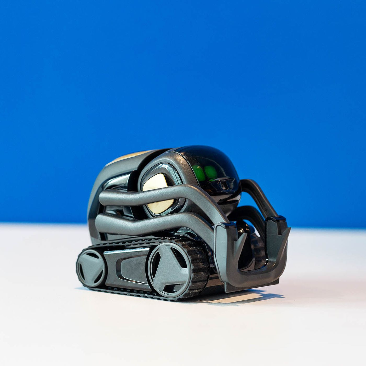 d6bd168933e7 The new Anki Vector robot is smart enough to just hang out - The Verge