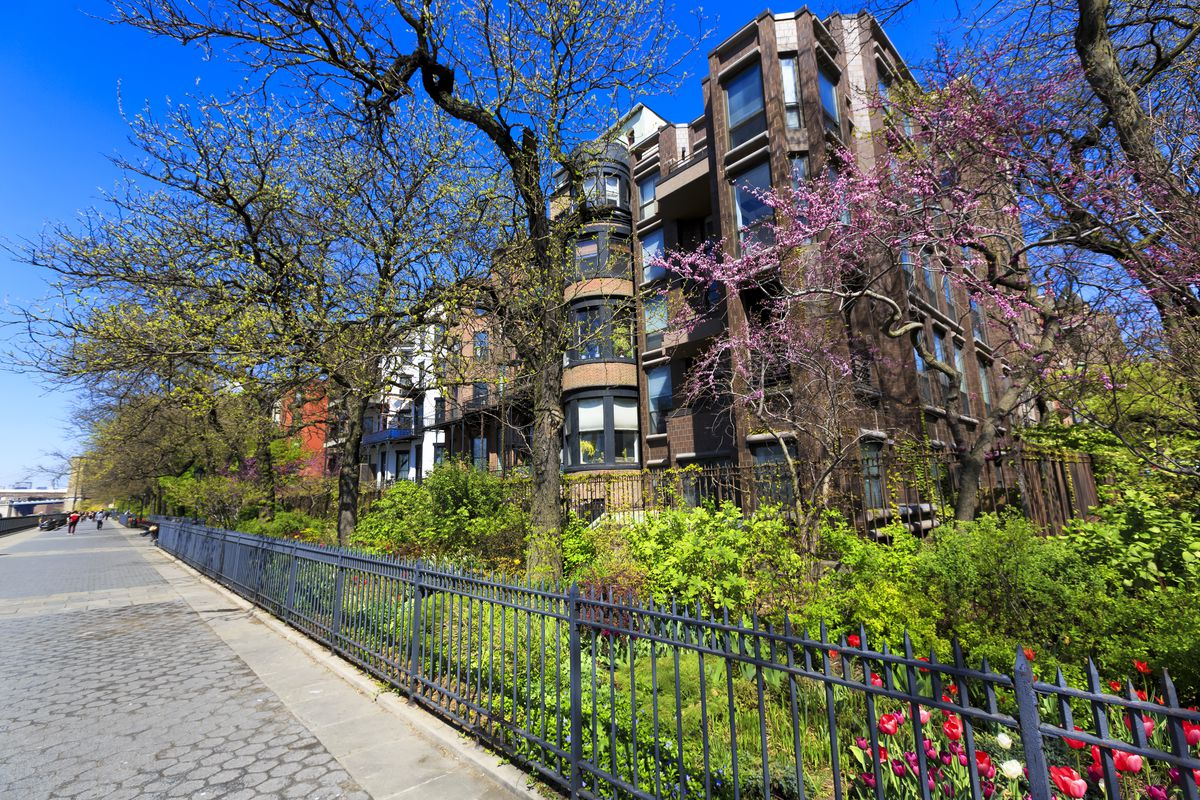 A row of private homes that back up on to the Brooklyn Bridge Promenade.