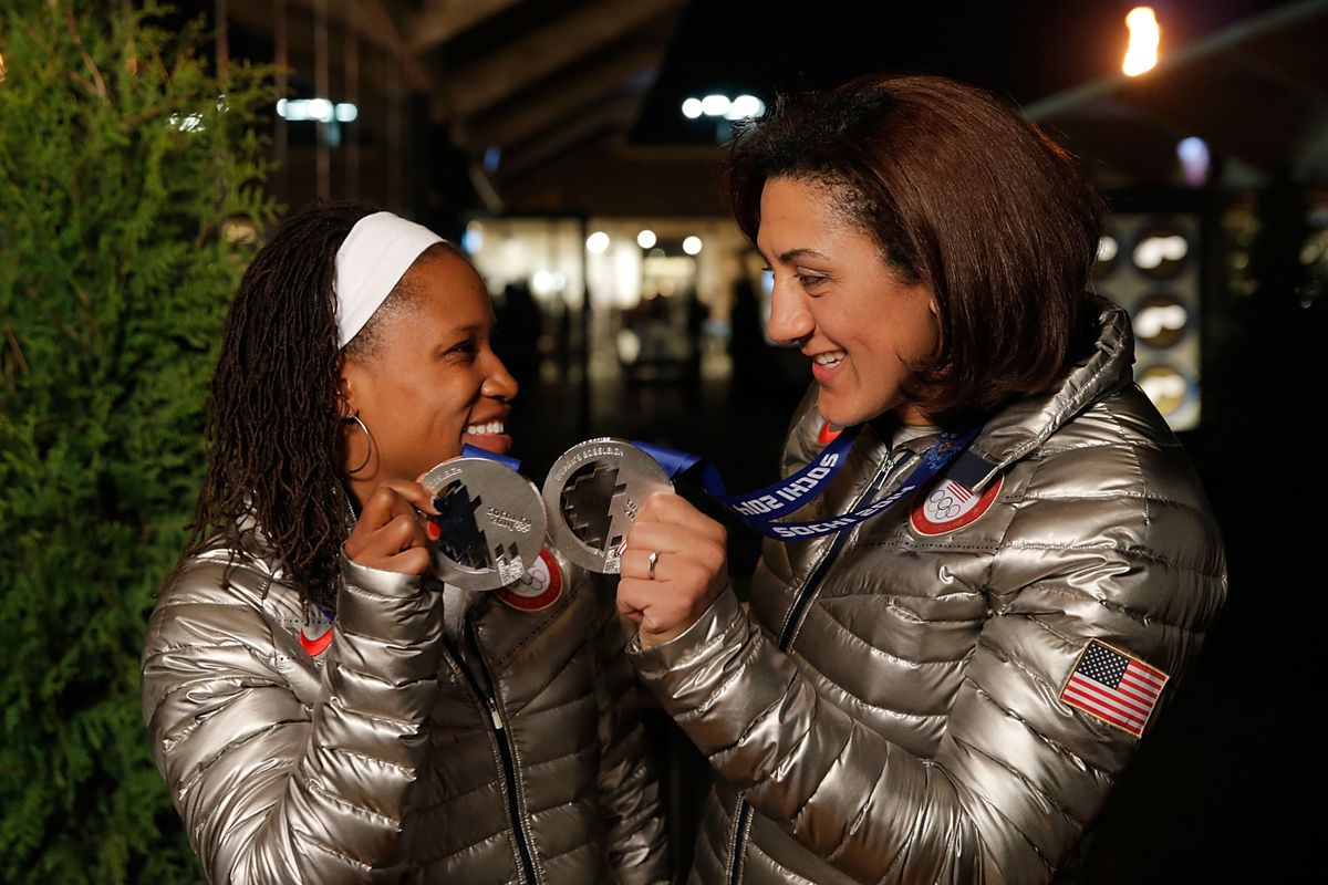 Williams and teammate Elana Meyer celebrate their Silver Medal