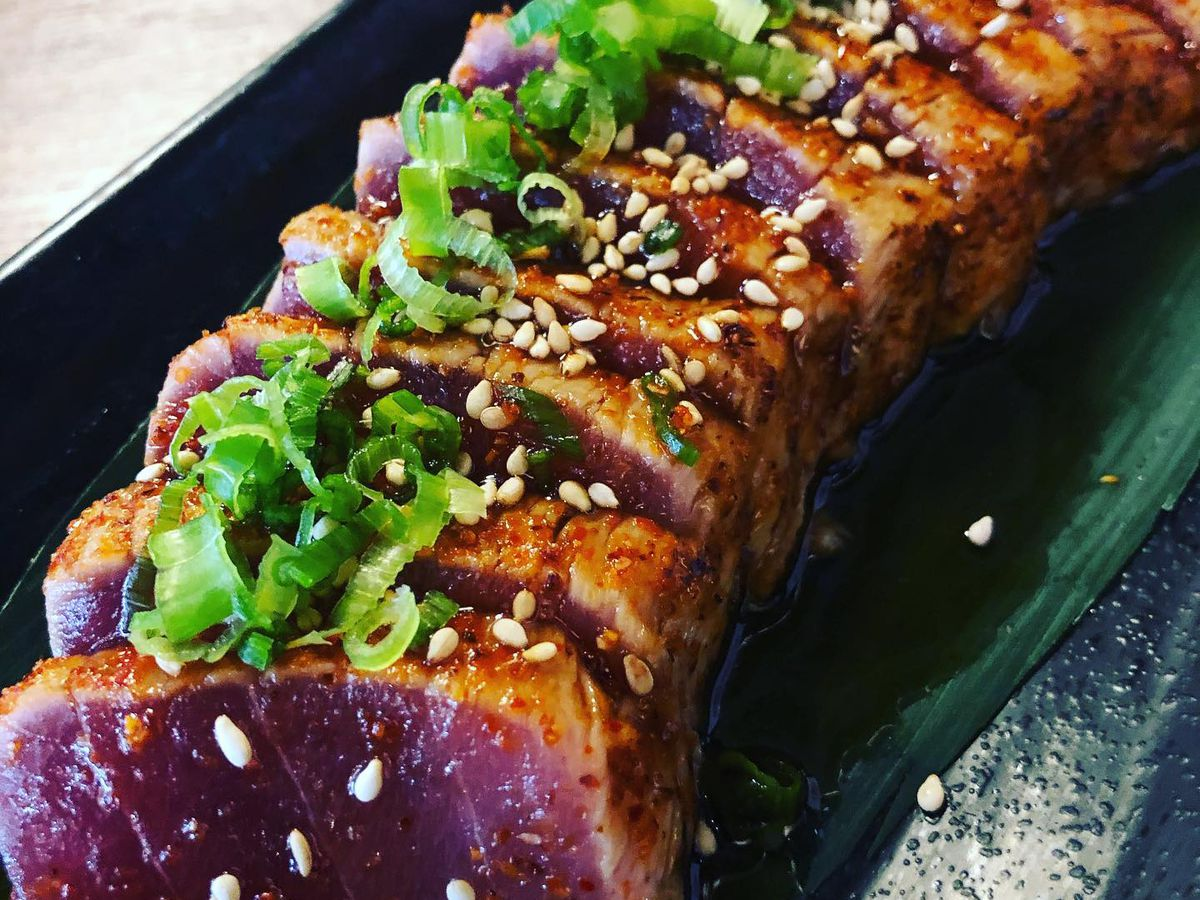 Sliced and seared tuna with green onion on top