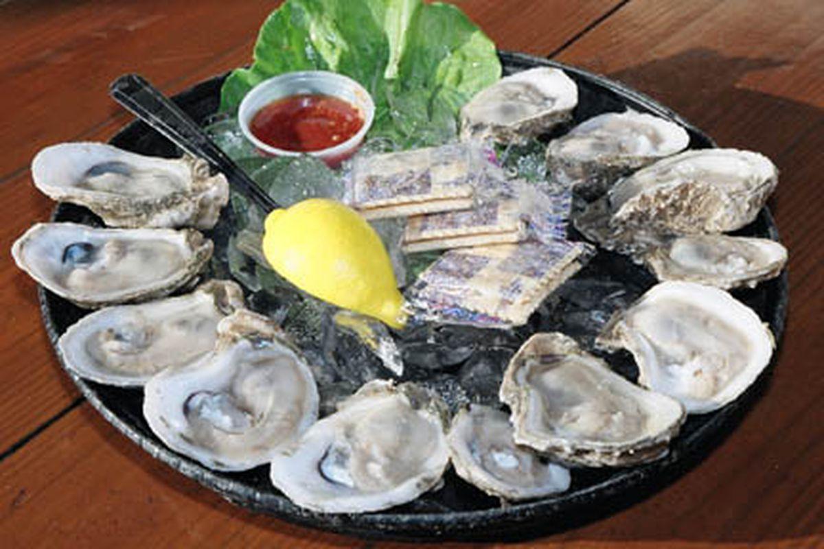 "via <a href=""http://imagineannie.files.wordpress.com/2009/12/raw_oyster1.jpg"">imagineannie.files.wordpress.com</a>"