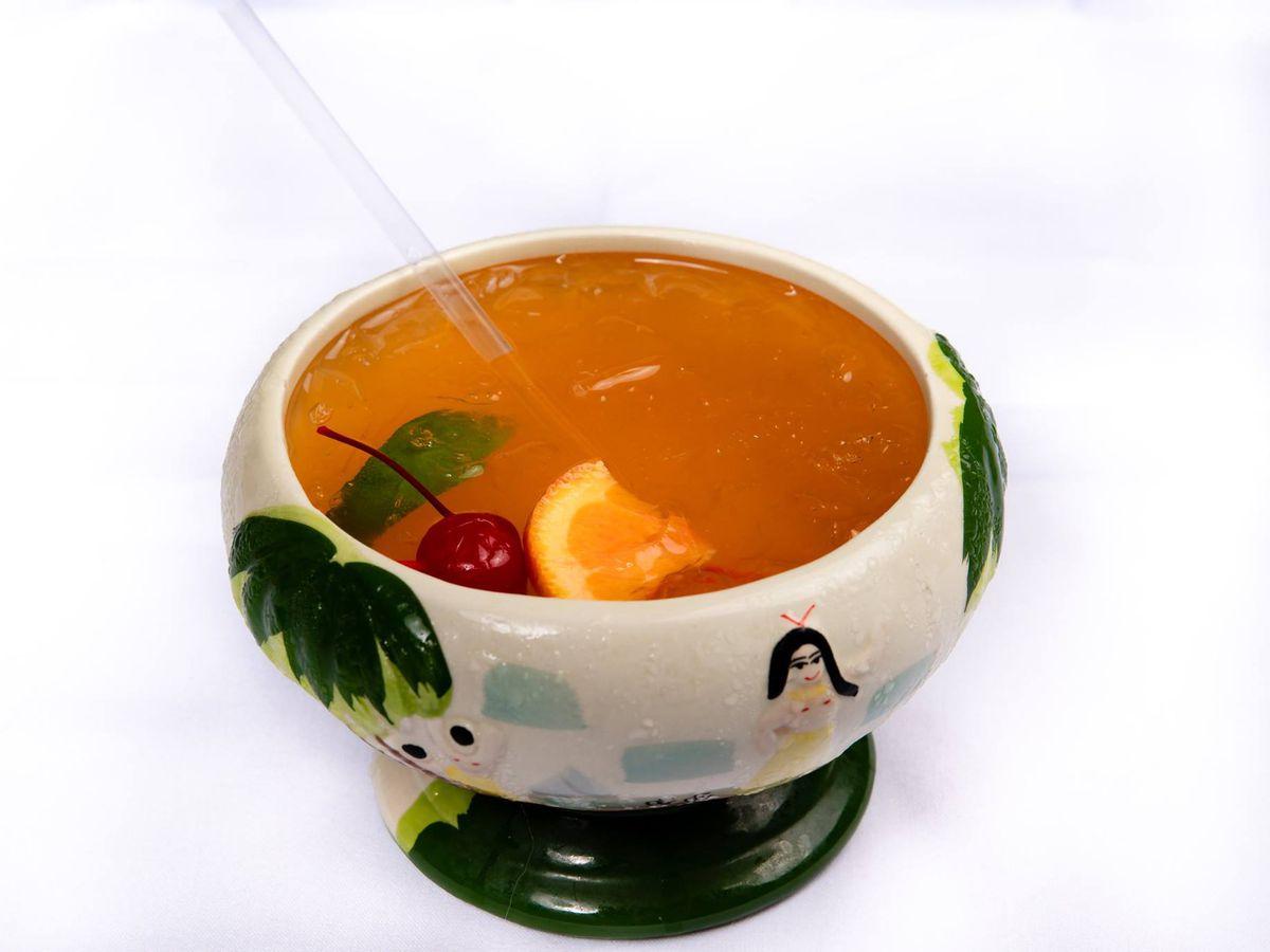A scorpion bowl at Feng Shui Sushi & Dumplings