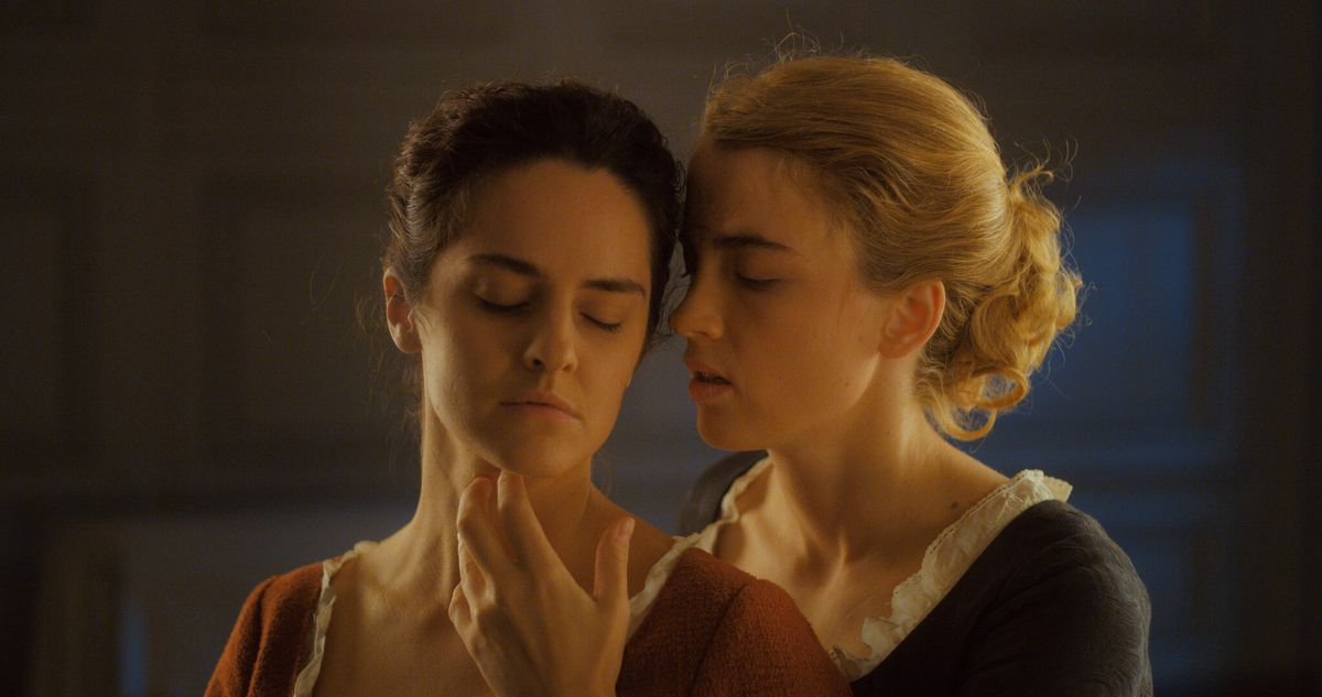 Marianne and Heloise cuddle and caress in the movie Portrait of a Lady on Fire.