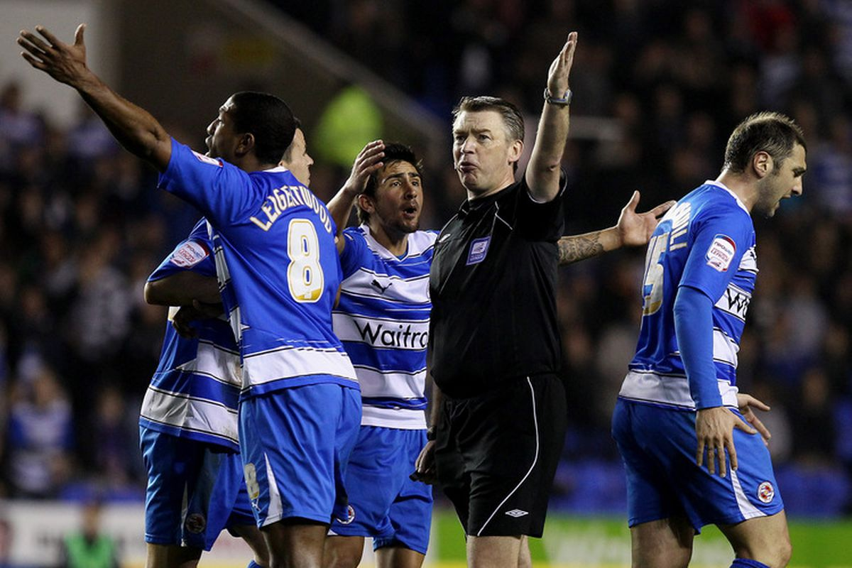 LOOK! A #RefWatch photo with Reading ACTUALLY in it. Truly these are the end times.