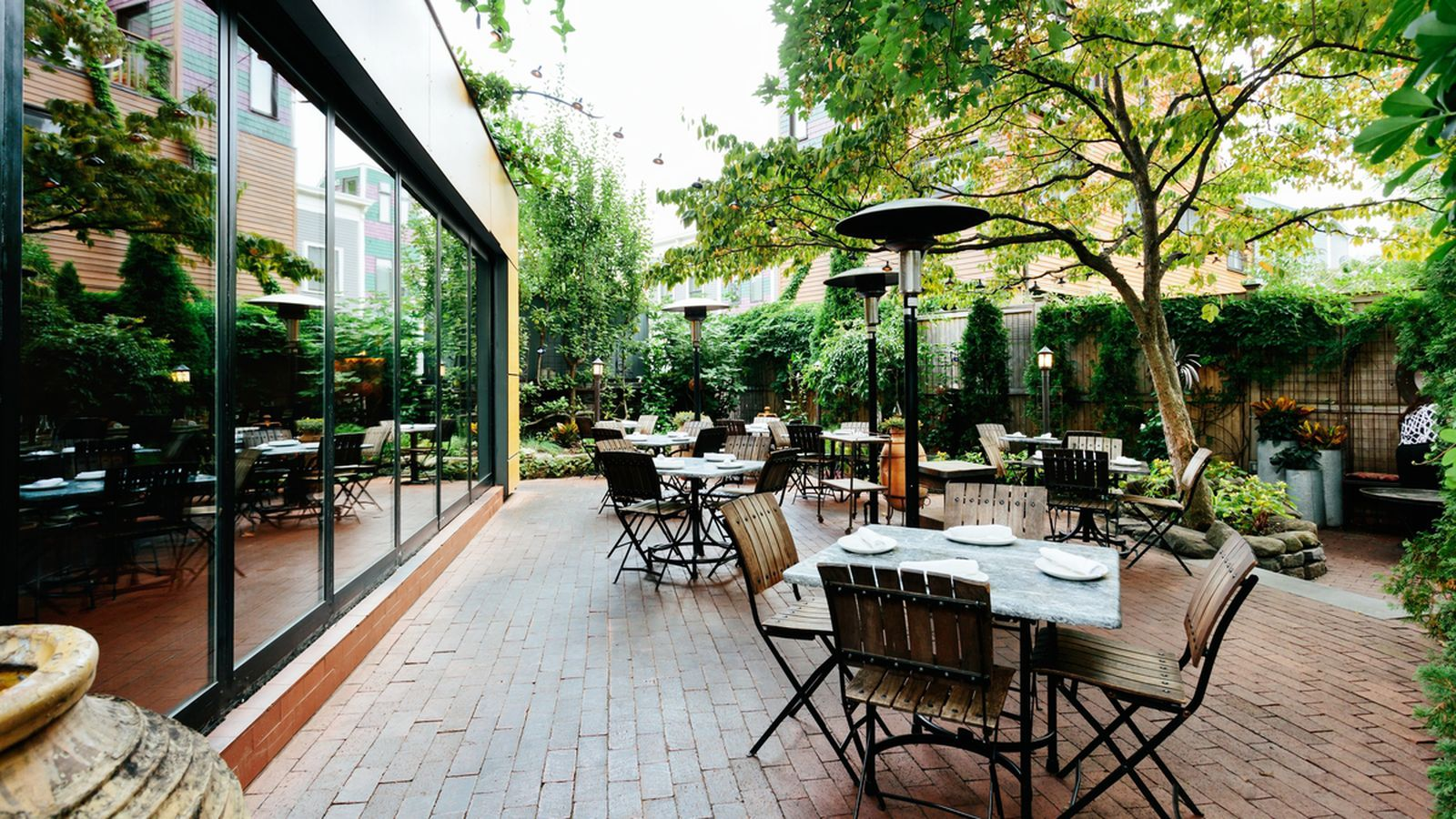The boston outdoor dining guide eater boston for Restaurants with outdoor seating