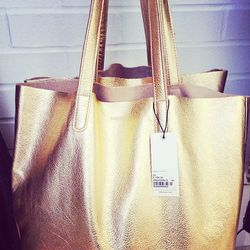 """Luxe carry-all bags by NY's <a href=""""https://baggu.com/""""target=_blank"""">Baggu</a>."""