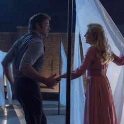 "P.T. Barnum (Hugh Jackman) and Charity Barnum (Michelle Williams) share an enchanting dance on a New York rooftop in Twentieth Century Fox's ""The Greatest Showman."""