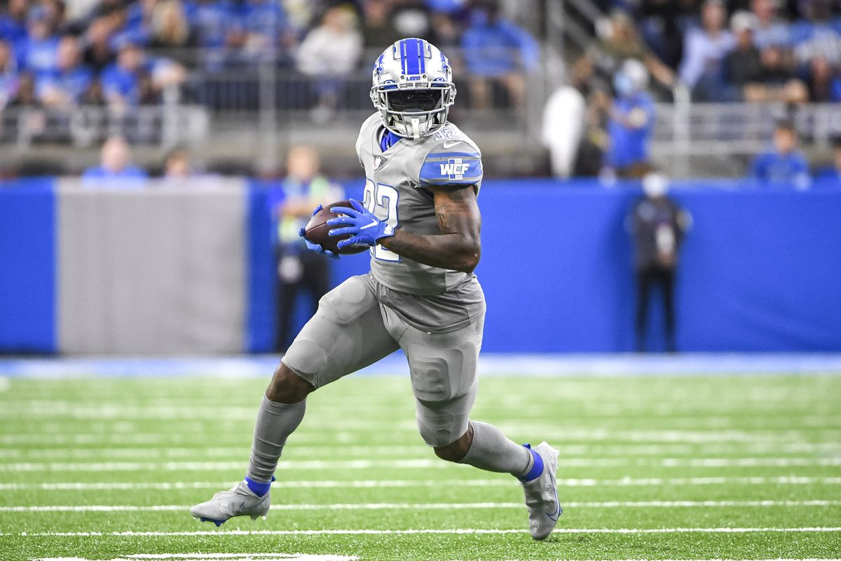 D'Andre Swift #32 of the Detroit Lions runs the ball against the Baltimore Ravens during the third quarter at Ford Field on September 26, 2021 in Detroit, Michigan.