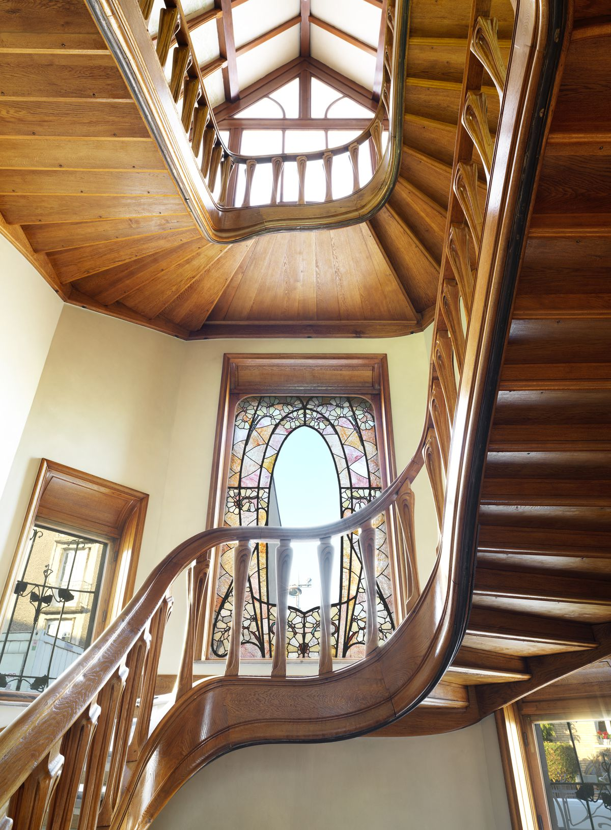 Curved oak staircase in entryway.