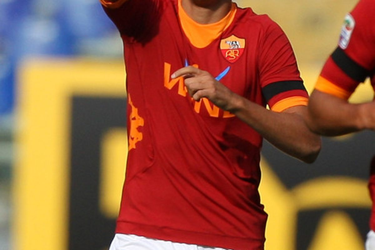 ROME, ITALY - OCTOBER 23:  Erik Lamela of AS Roma celebrates after scoring the opening goal during the Serie A match between AS Roma and US Citta di Palermo at Stadio Olimpico on October 23, 2011 in Rome, Italy.  (Photo by Paolo Bruno/Getty Images)