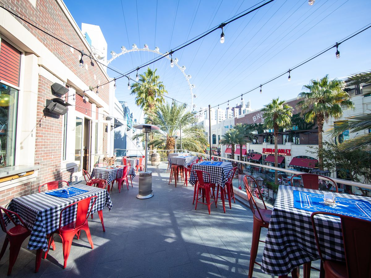 Virgil's Real Barbecue's patio