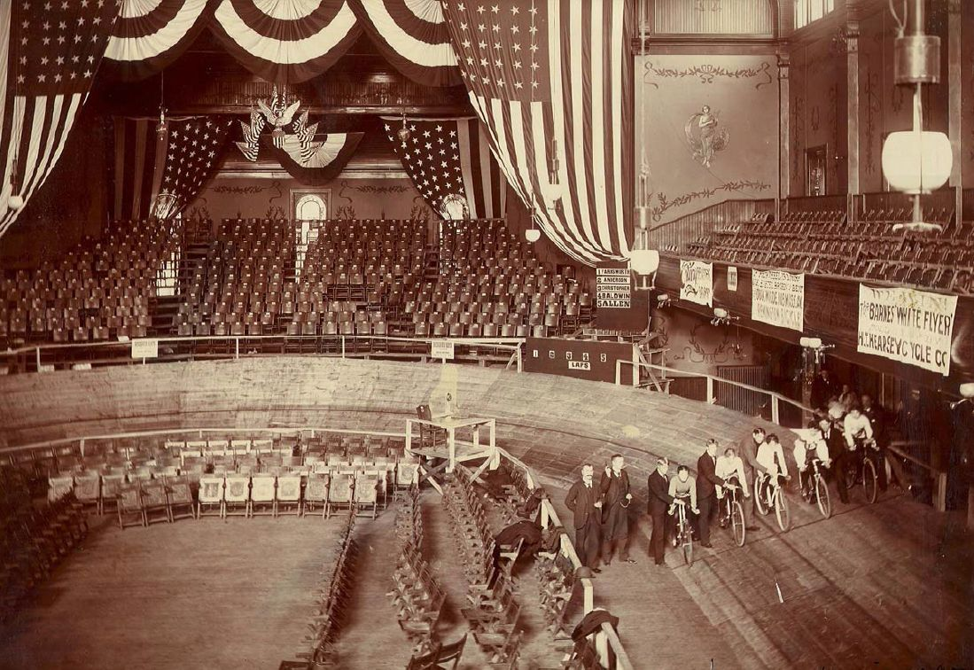Messier's saucer-shaped track, in the Tomlinson Hall, Indianapolis, January 1897. On the boards, Dottie Farnsworth, Tillie Anderson, Mate Christopher, Helen Baldwin, and May Allen. The size of the tracks varied from venue to venue, depending on what could