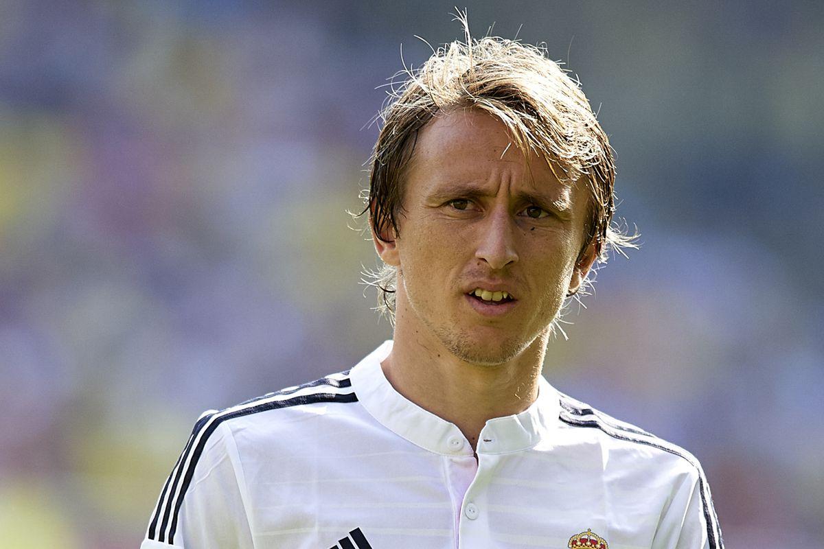 Who should Carlo Ancelotti choose to replace Luka Modric