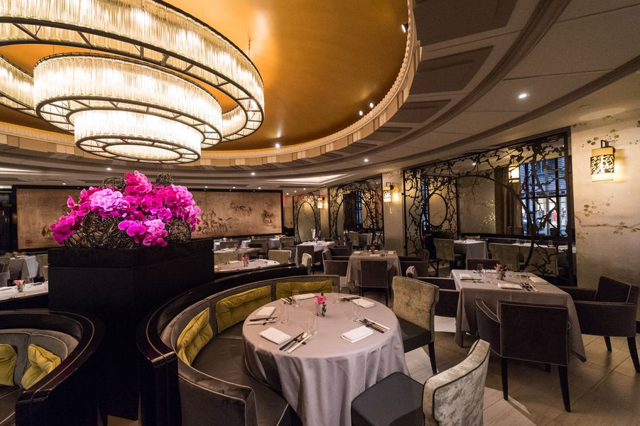 La chine a ritzy regional chinese restaurant in the for Amber asian cuisine nyc