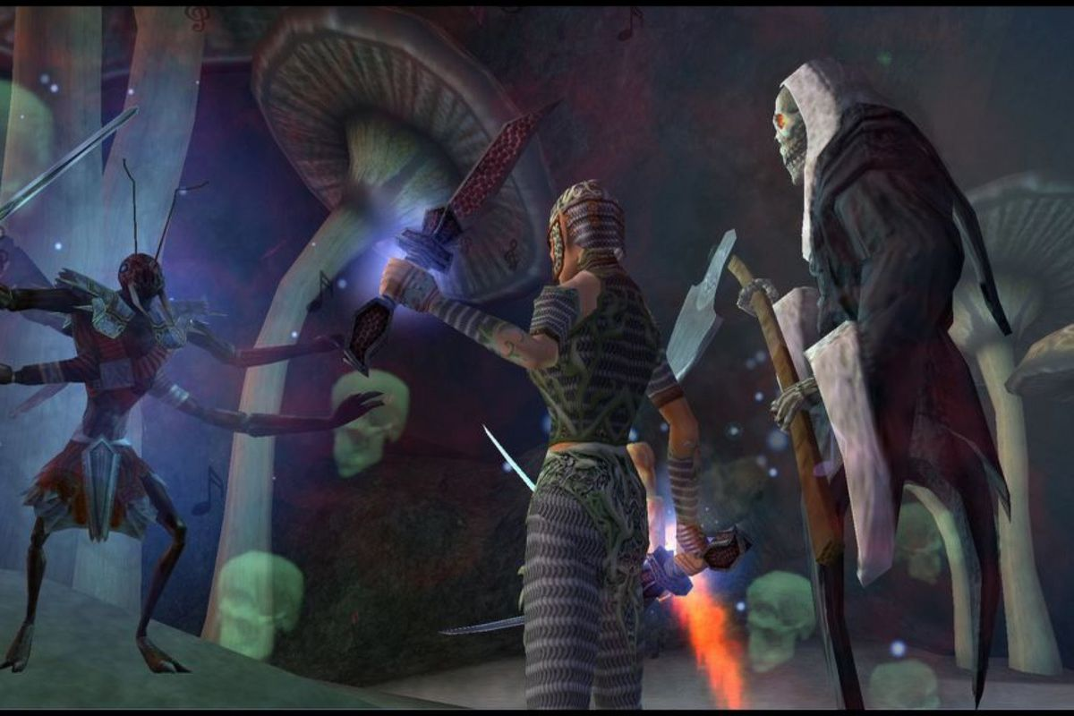EverQuest - a group of adventurers confront a giant insectoid boss