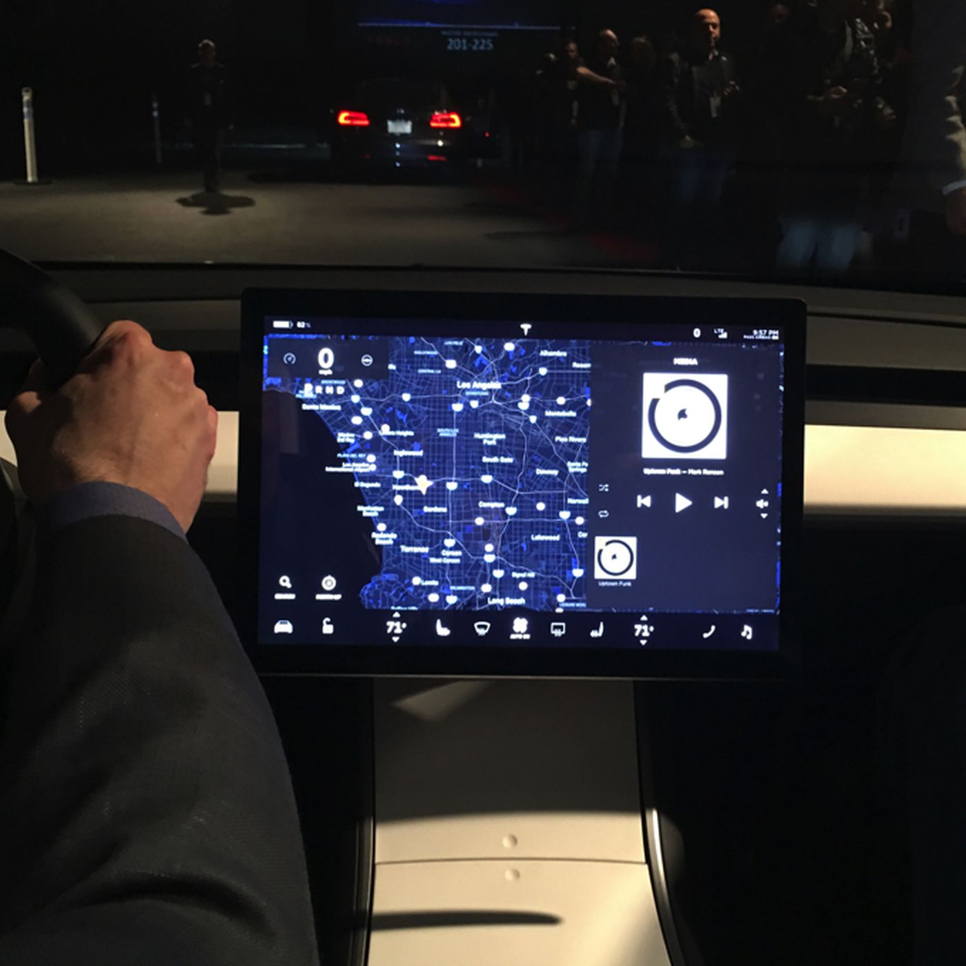 Why Is The Tesla Model 3 S Dashboard So Weird The Verge
