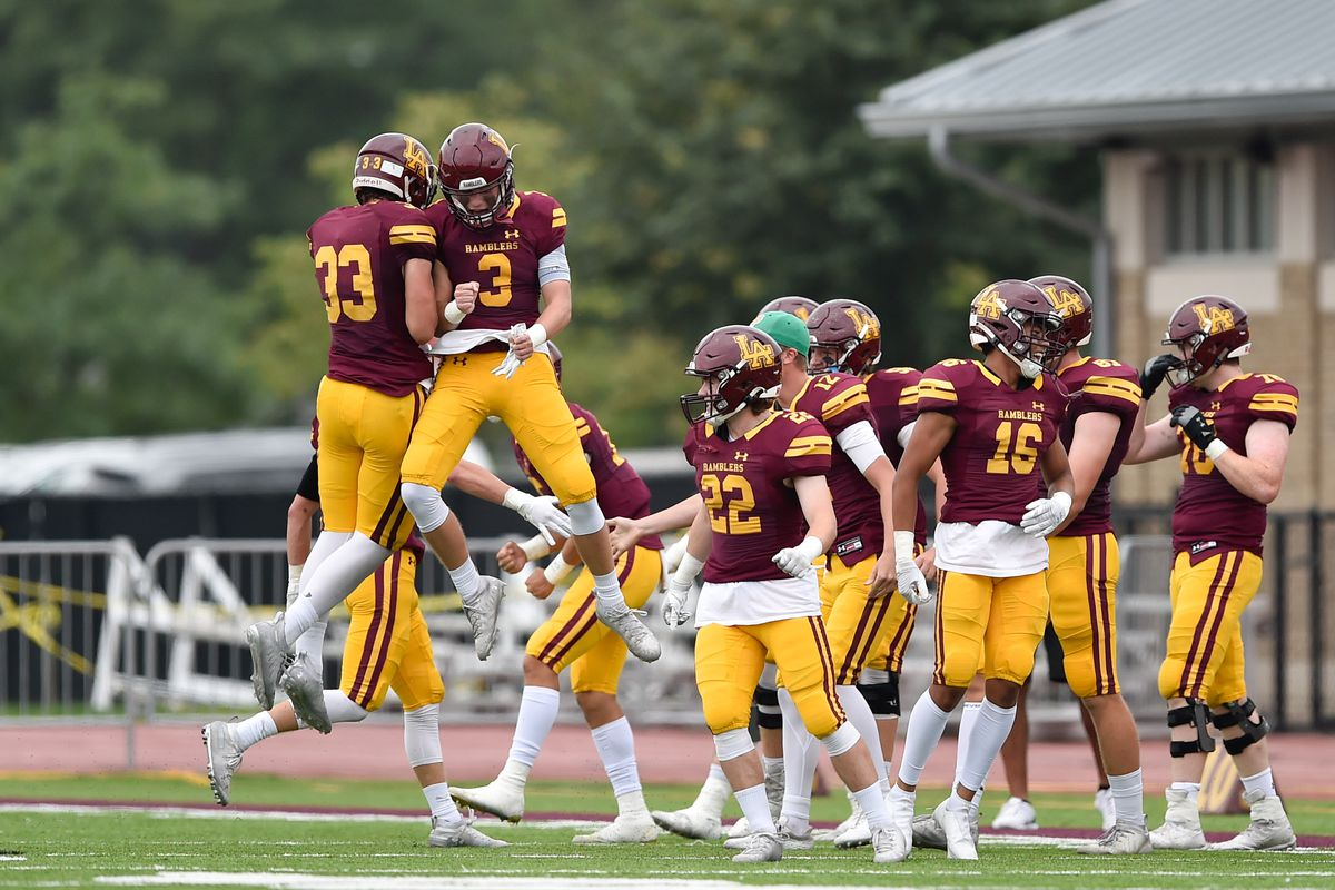 Loyola players react during the game against Rochester.