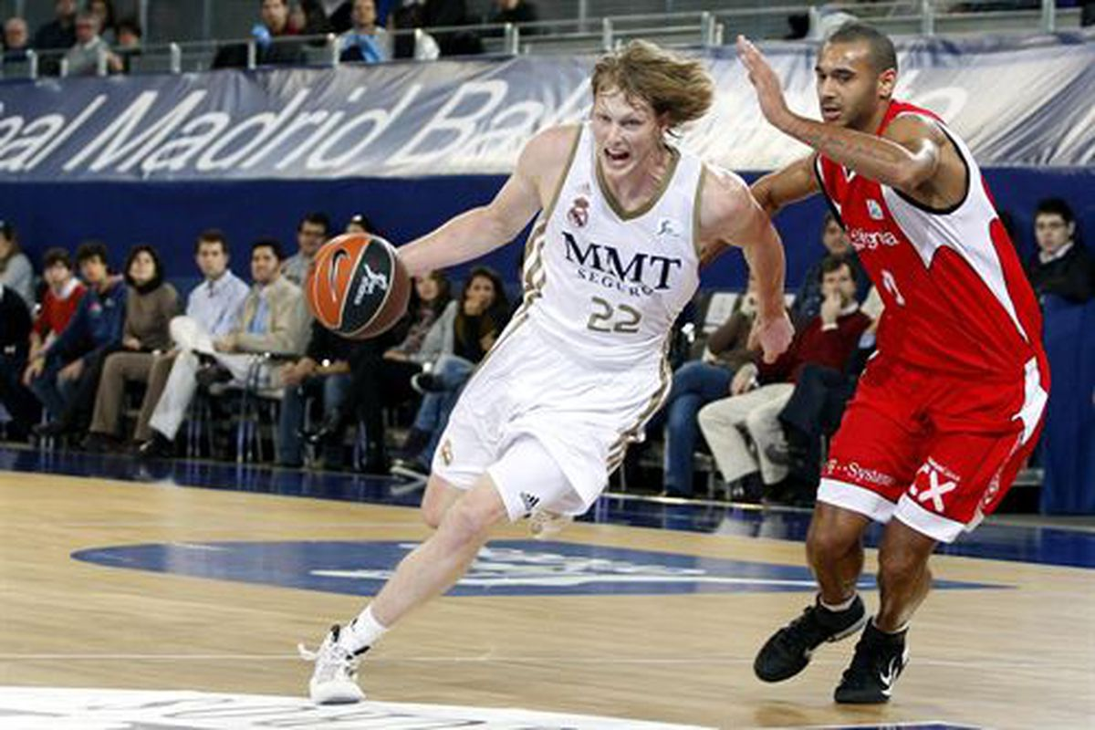 Cover your ears Joe Dumars: Kyle Singler opting to stick out a full season in Spain was the right move for his game. The Detroit Pistons and Dumars will appreciate Singler's game much more next season.