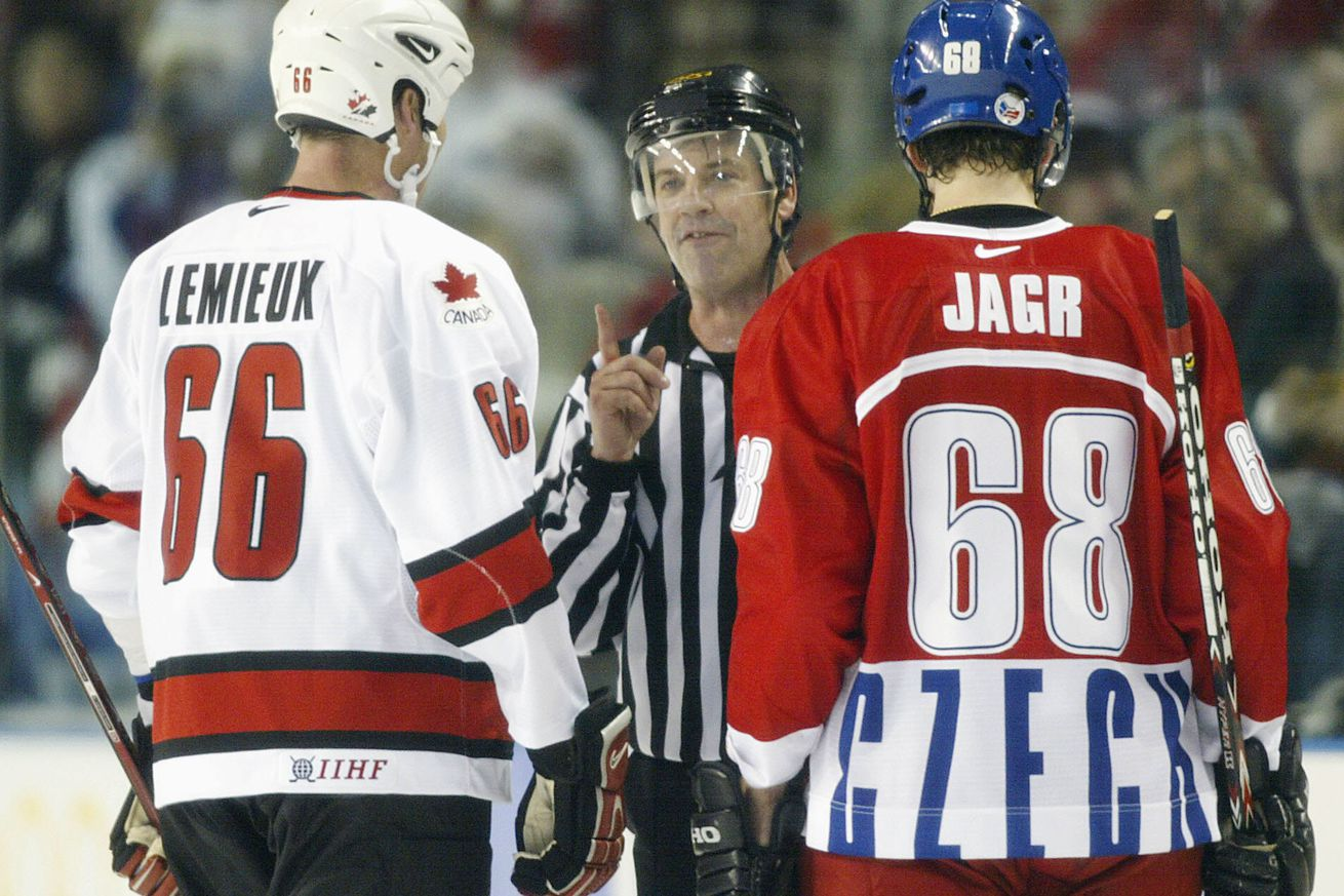 Jaromir Jagr (R) captain of the Czech Republic te