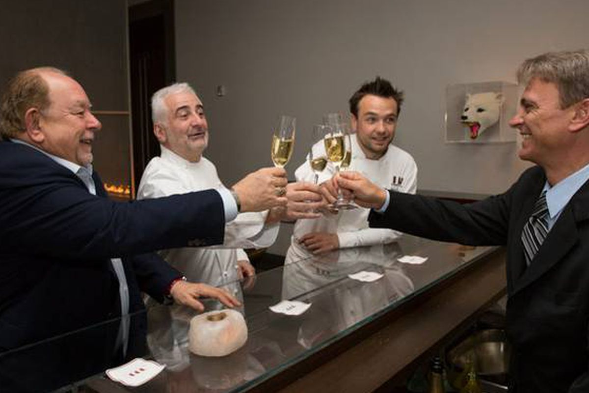 Robin Leach, Guy Savoy, Matthieu Chartron and a sommelier at Restaurant Guy Savoy in CaesarsPalace.