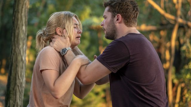 Christian (Jack Reynor) attempts to comfort a distraught Dani (Florence Pugh).