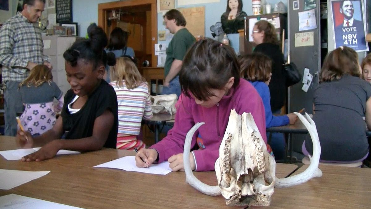 Second-graders at the Polaris Program at Ebert practice drawing bones in an art lesson inspired by Georgia O'Keefe. <em>EdNews</em> file photo.