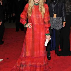 Please reserve judgment on Mary-Kate Olsen's vintage dress until you see what her sister wore.