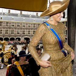 """Netherlands' Queen Maxima, right, arrives for the opening of the new parliamentary year at the 13th century """"Hall of Knights"""" in The Hague, Netherlands, Tuesday, Sept. 17, 2013."""