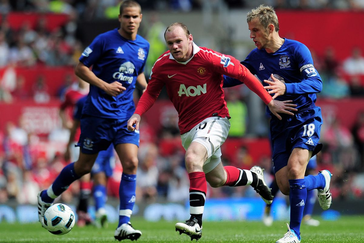 Manchester United striker Wayne Rooney missed training on the eve of the match versus Schalke because of a tight hamstring. The United number ten may miss the match.   (Photo by Shaun Botterill/Getty Images)