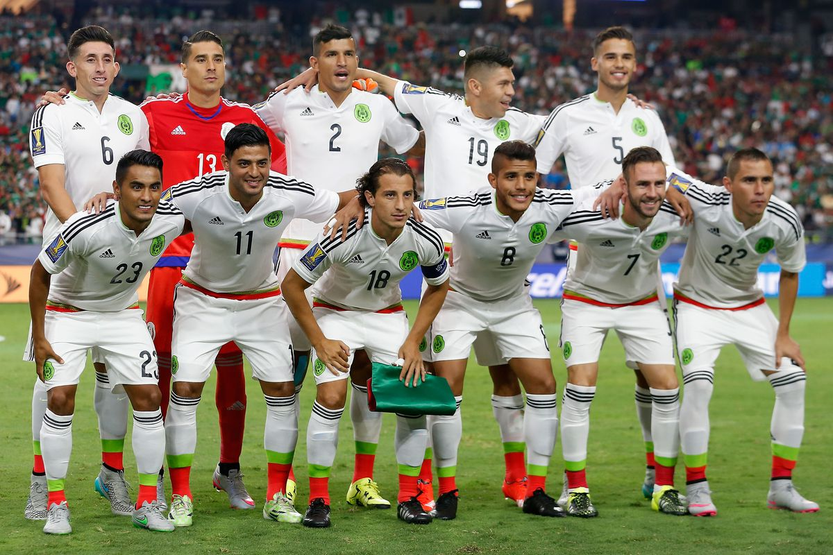 Mexico's soccer team prior to the match against Guatemala