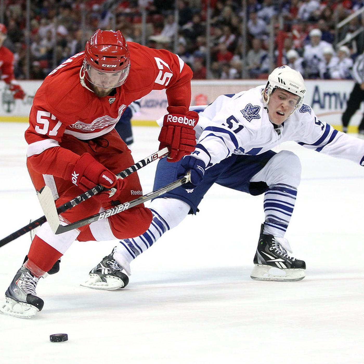 Do The Maple Leafs Defencemen Give Up The Blueline Too Easily